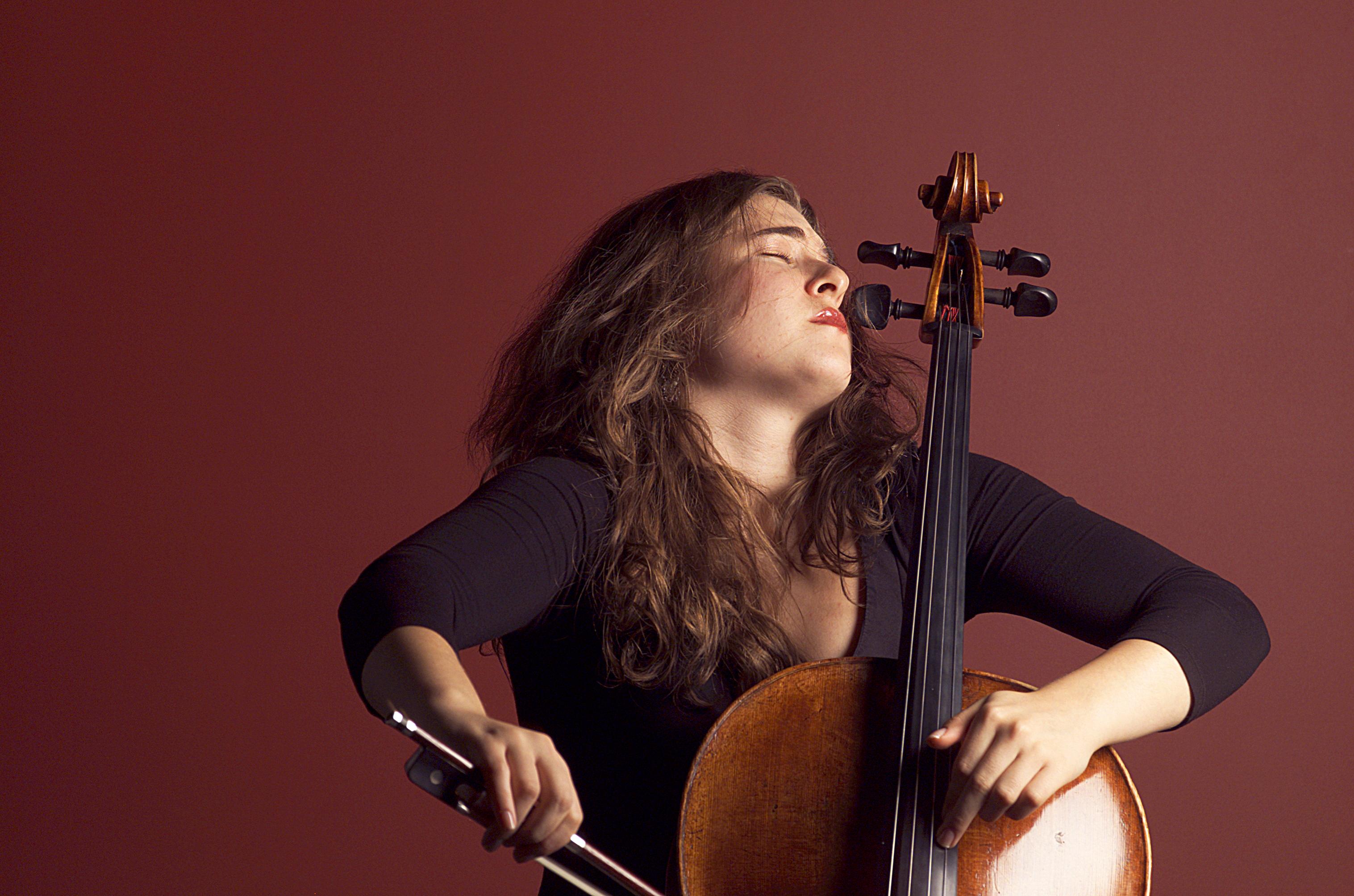 Junge Virtuosin am Cello