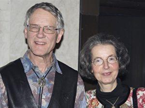 Frau Ingalill, Musiklehrerin, genoss sichtlich die Premiere von Divine Performing Arts in Oslo. (Pirjo Svensson/The Epoch Times)