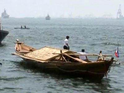 Filipinos Set Sail in a 'Balangay'