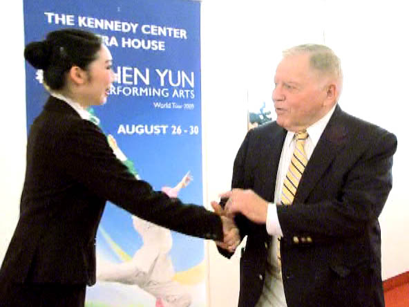 """""""Absolutely Magnificent"""" – TV Host on Shen Yun in Washington, D.C."""