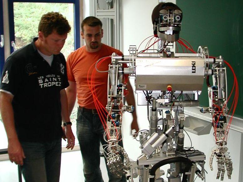 Roboter der Hochschule Niederrhein macht den nächsten Schritt