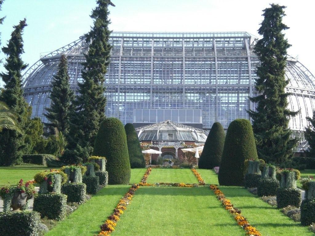 Großes Tropenhaus in Berlins Botanischem Garten restauriert