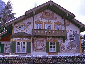 Lüftmalerei in Oberammergau -hier Rotkäppchen.
