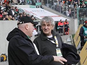 Fanforscher Dieter Bott (r.) im Austausch mit dem Fanbeauftragten von Borussia Mönchengladbach, Thomas Weinmann.
