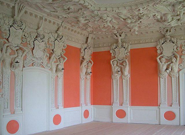 Wappensaal. Stuckaturen von Giovanni Carove, um 1685.