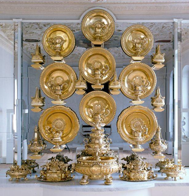 Großes Silberbuffet aus dem Rittersaal des Berliner Schlosses.