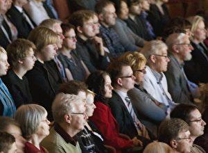 Das Publikum in der Konsert & Kongress Konzerthalle in Linköping am 8. April.