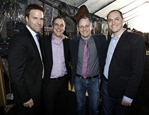 """Die Filmemacher bei der Premiere von """"Kampf der Titanen"""" in Los Angeles: Produzent Basil Iwanyk, Drehbuchautoren Matt Manfredi und Phil Hay sowie Regisseur Louis Leterrier (v.l.n.r.)."""
