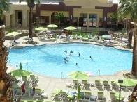 Heiß: Pool-Anlage in Palm Springs. Foto: Bernd Kregel