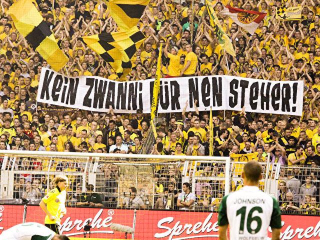 """Fanprotest """"kein Zwanni für nen Steher""""."""