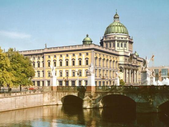 Berliner Stadtschloss mit Humboldtforum auf dem Vormarsch