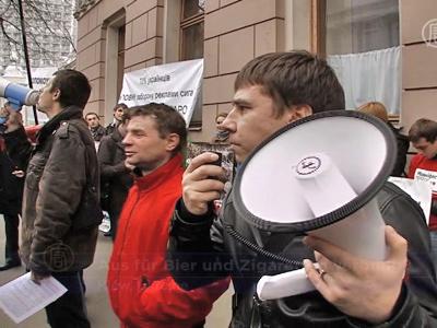 Ukrainische Demonstranten fordern Werbeverbot für Zigaretten und Alkohol
