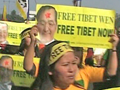 Tibeter protestieren zum Besuch Wen Jiabaos in Neu-Delhi