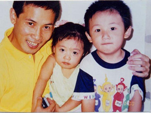 Zhang Yuhui mit seinem Sohn und seiner Tochter bevor er in China ins Gefängnis kam, weil er für die Webseite der Epoch Times arbeitete. Foto: The Epoch Times