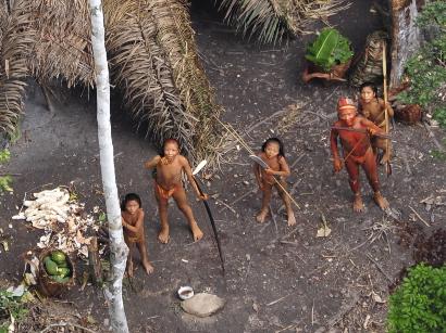 """Erstmalige Filmaufnahmen von """"unkontaktiertem"""" Indianerstamm im Amazonas"""