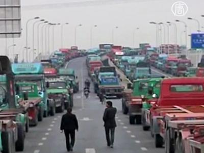 China: Lkw-Fahrer demonstrieren gegen hohe Benzinpreise