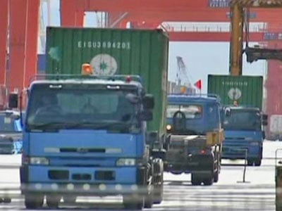 Japan's Exports Tumble, Decline Slowing