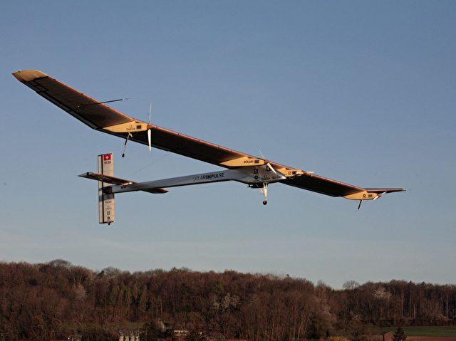 Wenn die Wetterbedingungen stimmen, wird die HB-SIA mit André Borschberg als Pilot in den kommenden Tagen nach Paris fliegen. Foto: Solar Impulse / Stéphane Gros