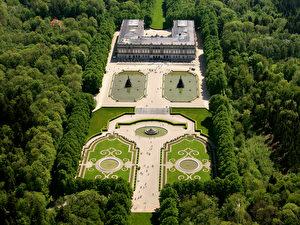 Schloss Herrenchiemsee: Im unvollendeten Rohbautrakt wird vom 14. Mai bis 16. Oktober 2011 Ludwigs Leben und Wirken dargestellt.
