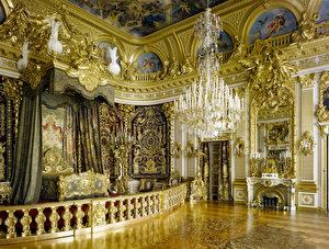 Das Prunkgemach, mit dem Ludwig II. ein Denkmal für Ludwig XIV. und das absolutistische Königtum setzte, ist der vermutlich teuerste Raum, der im 19. Jahrhundert geschaffen wurde.
