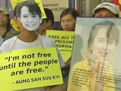 Burma's Suu Kyi Celebrates Her 66th Birthday in Freedom