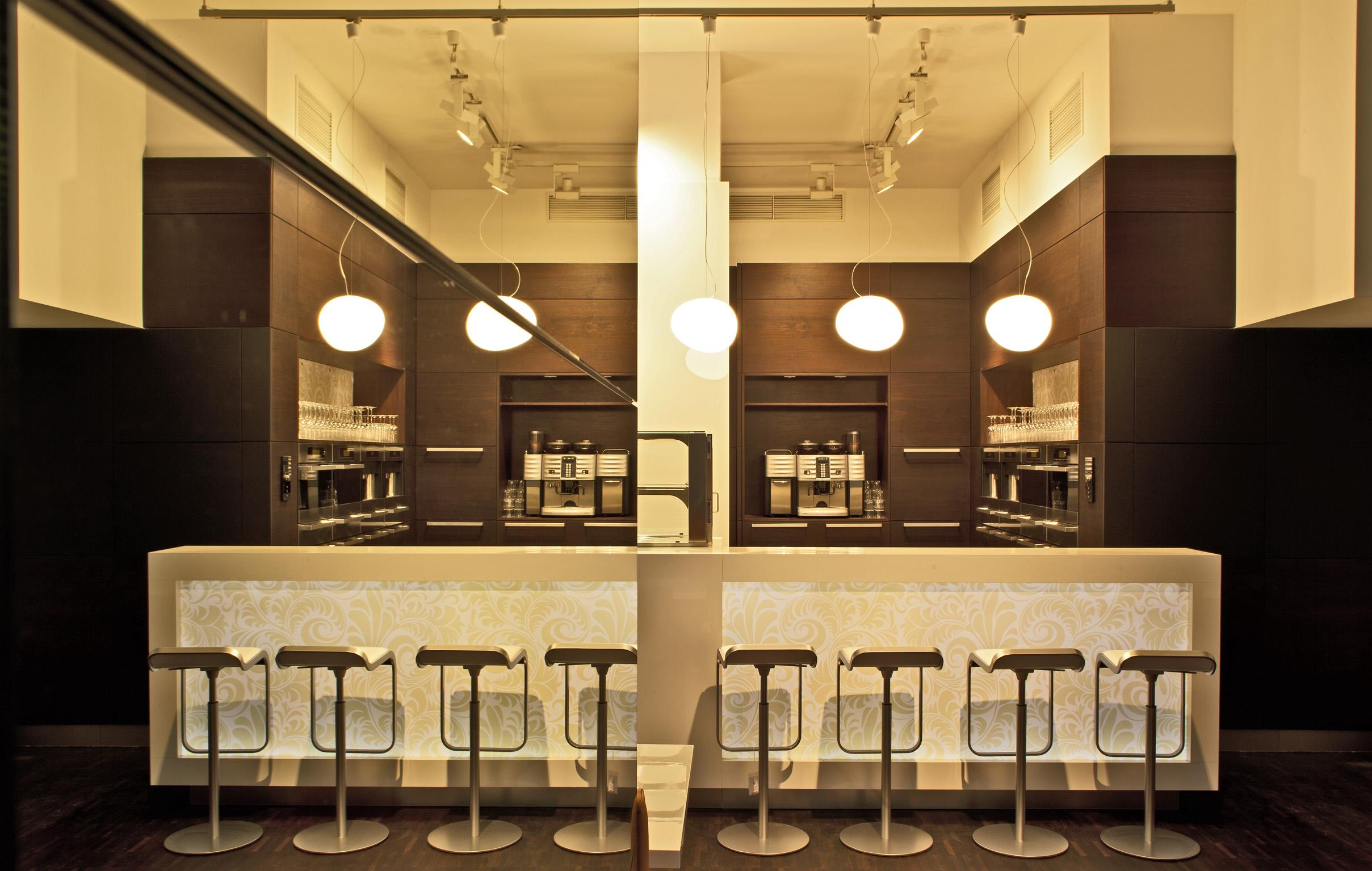 Das Miele Cafe Hat Auch Aussenplatze Im Innenhof Hier Konnen Sich