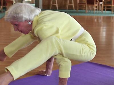 Yoga Super Gran Full of Amazing Vitality at 84