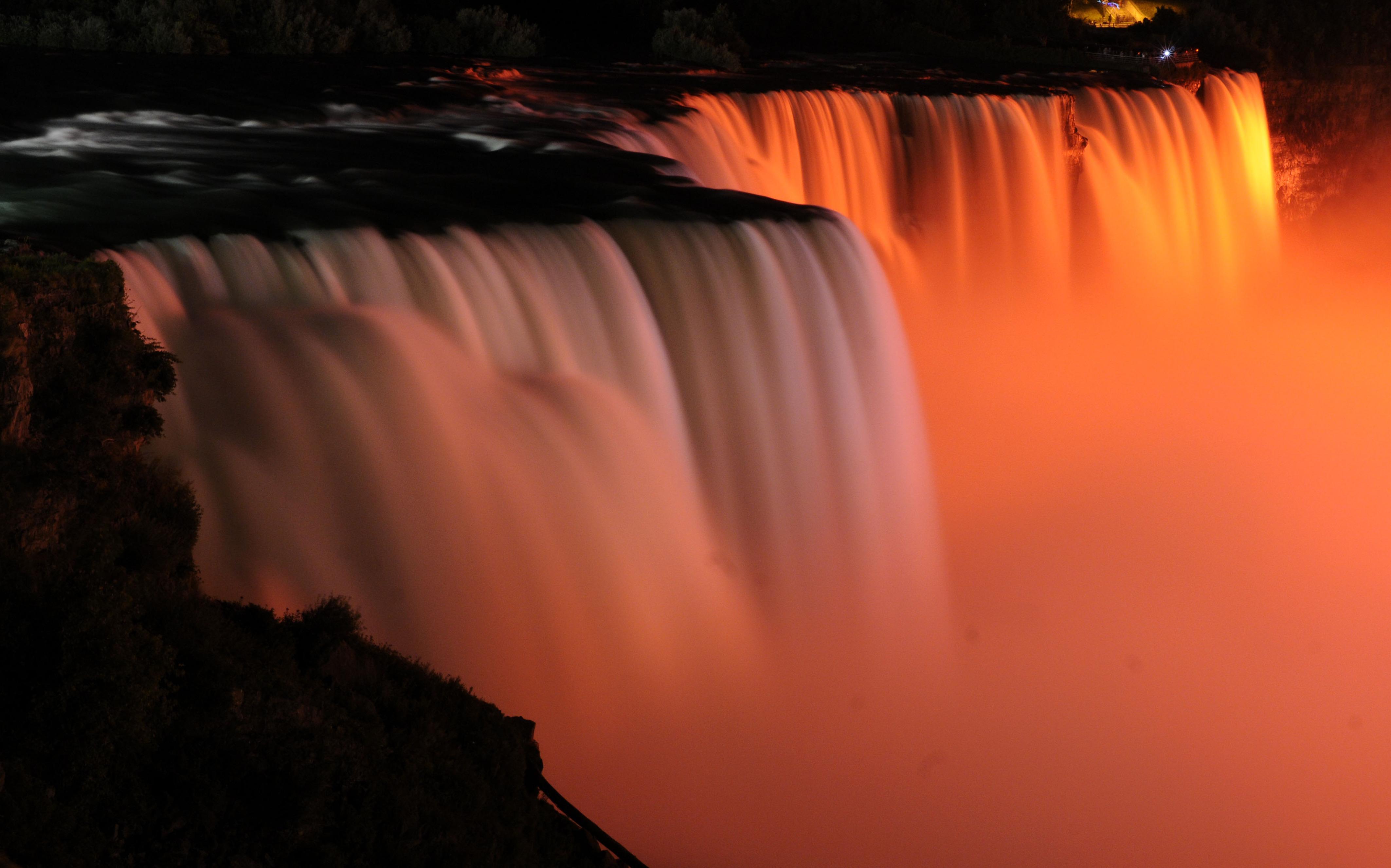 An den Niagara-Fällen