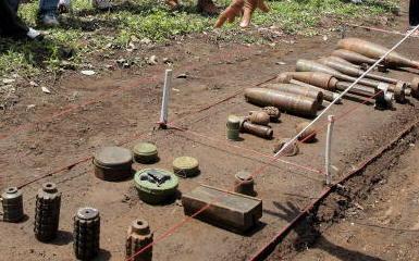 Eine Sammlung von Landminen in Kambodscha.