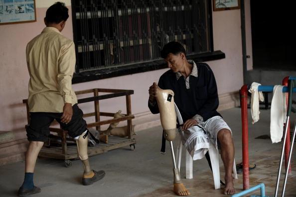1998 endete der Bürgerkrieg in Kambodscha, aber bis heute werden Menschen getötet oder verletzt durch Landminen.