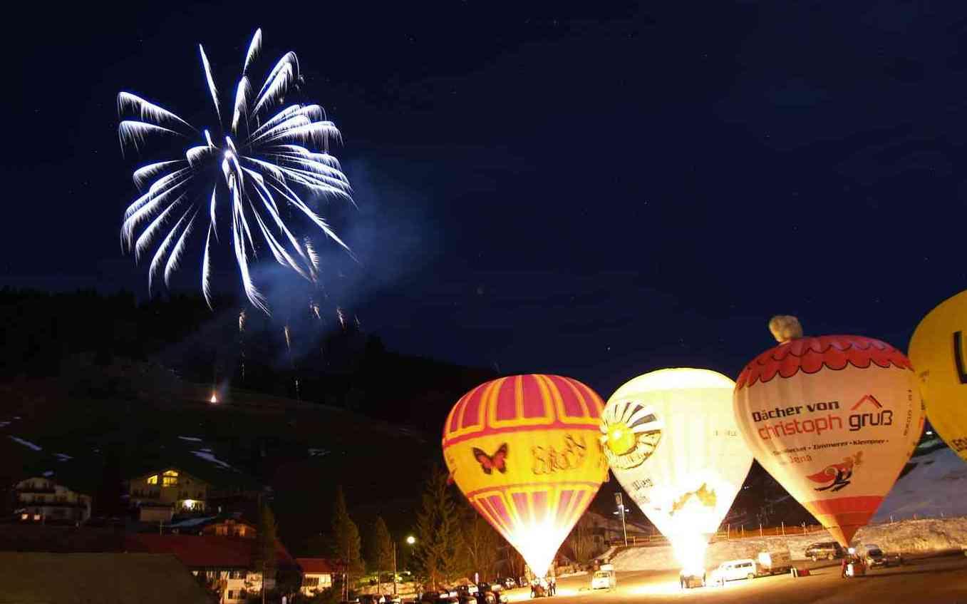 Ballonfestival: Ein Himmel voller Farbtupfer