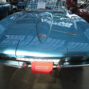 Zum Kauf: die Corvette Sting Ray im Meilenwerk Stuttgart. Foto: Elke Backert