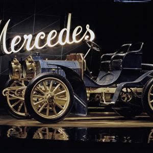 Der Begriff Oldtimer existiert nur im deutschen Sprachraum. Im Englischen werden solche Fahrzeuge als Classic Cars, Enthusiast Cars oder Vintage Cars bezeichnet. Foto: Daimler AG