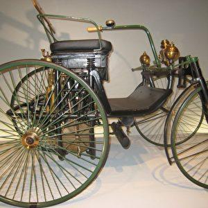 Der Daimler Motor-Quadricycle, auch Stahlradwagen genannt, wurde 1889 auf der Pariser Weltausstellung gezeigt. Foto: Elke Backert