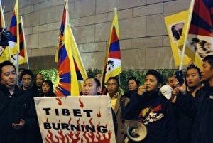 Tibeter protestieren bei Xi Jinpings Besuch gegen die schlechte Behandlung ihrer Landsleute durch das chinesische Regime.