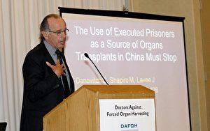 """Professor Gabriel Danovitch M.D.beim Forum """"Ärzte Gegen Erzwungenen Organraub"""" (DAFOH) in Philadelphia."""