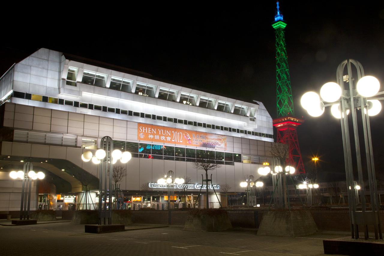 Familie kommt in Berlin das fünfte Mal zu Shen Yun