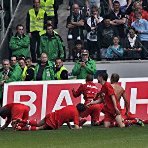 Auch die Augsburger Spieler haben Grund zur Freude.  Foto: Steffen Andritzke/The Epoch Times