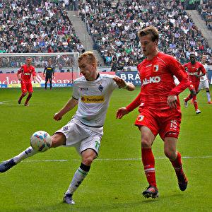 Marco Reus gegen Sebastian Langkamp.  Foto: Steffen Andritzke/The Epoch Times
