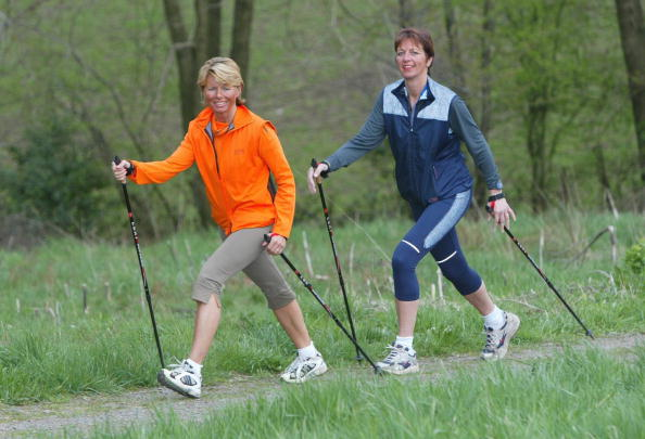 Walking: Laufen mit oder ohne Stöcken