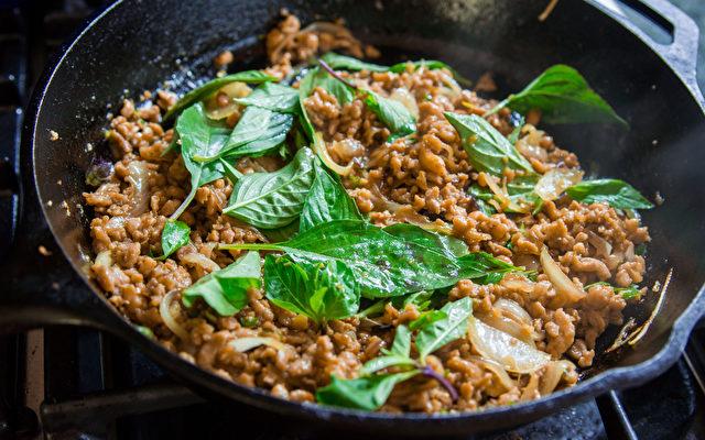 Pad Ga Prao, Fleisch mit Thai-Basilikum. Foto: No Recipes, Marc Matsumoto