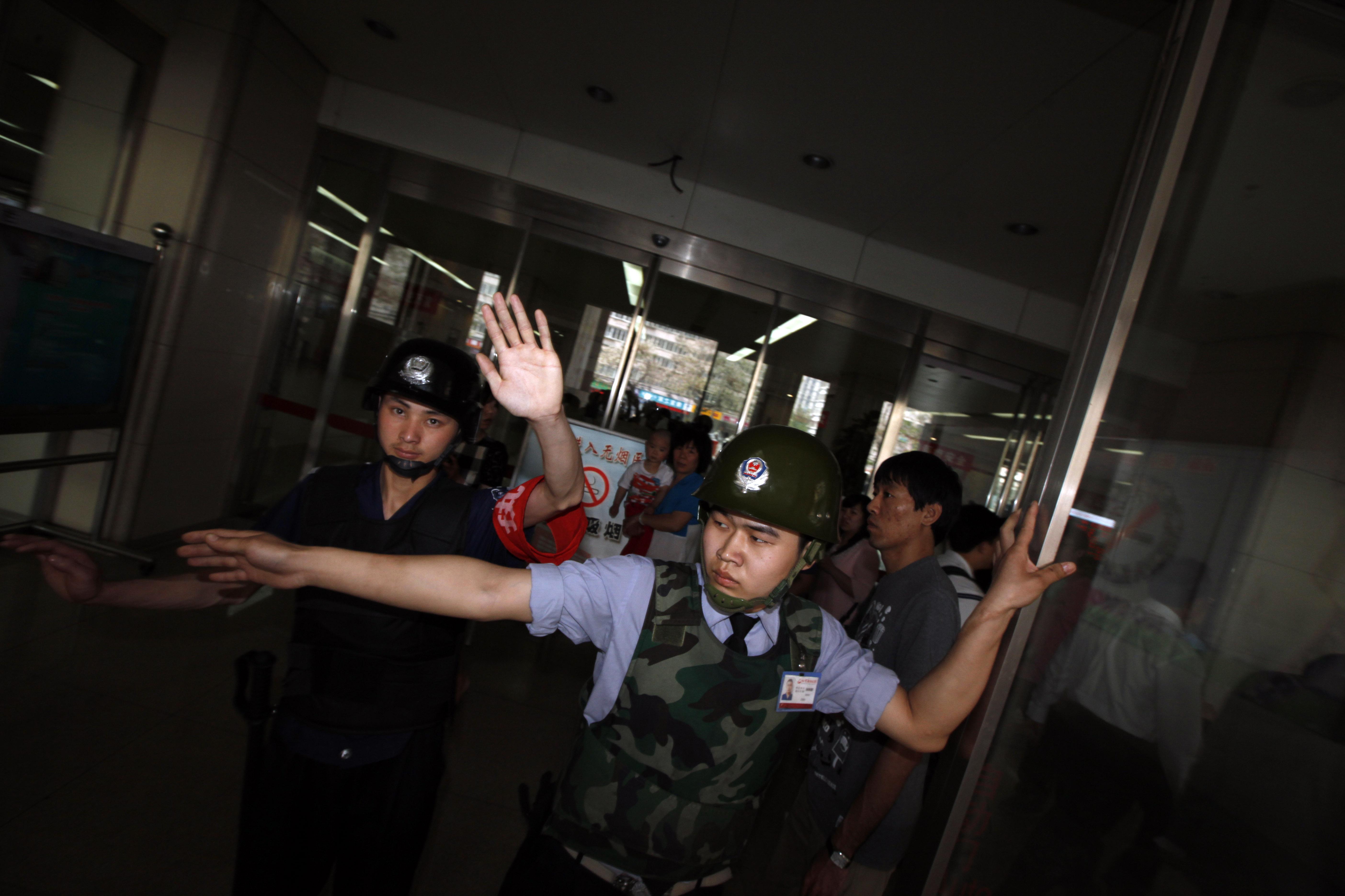 Peking macht Jagd auf befreundete Anwälte von blindem Chen Guangcheng