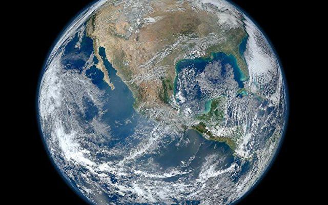"Der ""Blaue Planet"" am 4. Januar 2012.  Foto: NASA/NOAA/GSFC/Suomi NPP/VIIRS/Norman Kuring"