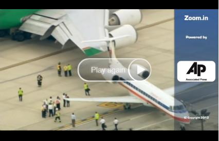 Kurios: Flugzeuge verhaken sich ineinander