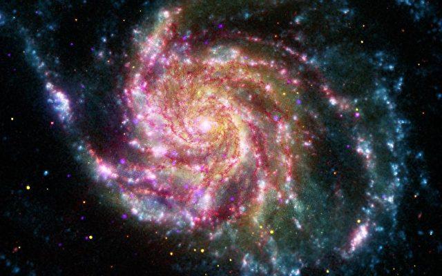 Die Pinwheel Galaxy ist 70 Prozent größer als unser Milchstraßensystem.   Foto: X-ray: NASA/CXC/SAO; IR & UV: NASA/JPL-Caltech; Optical: NASA/STScI