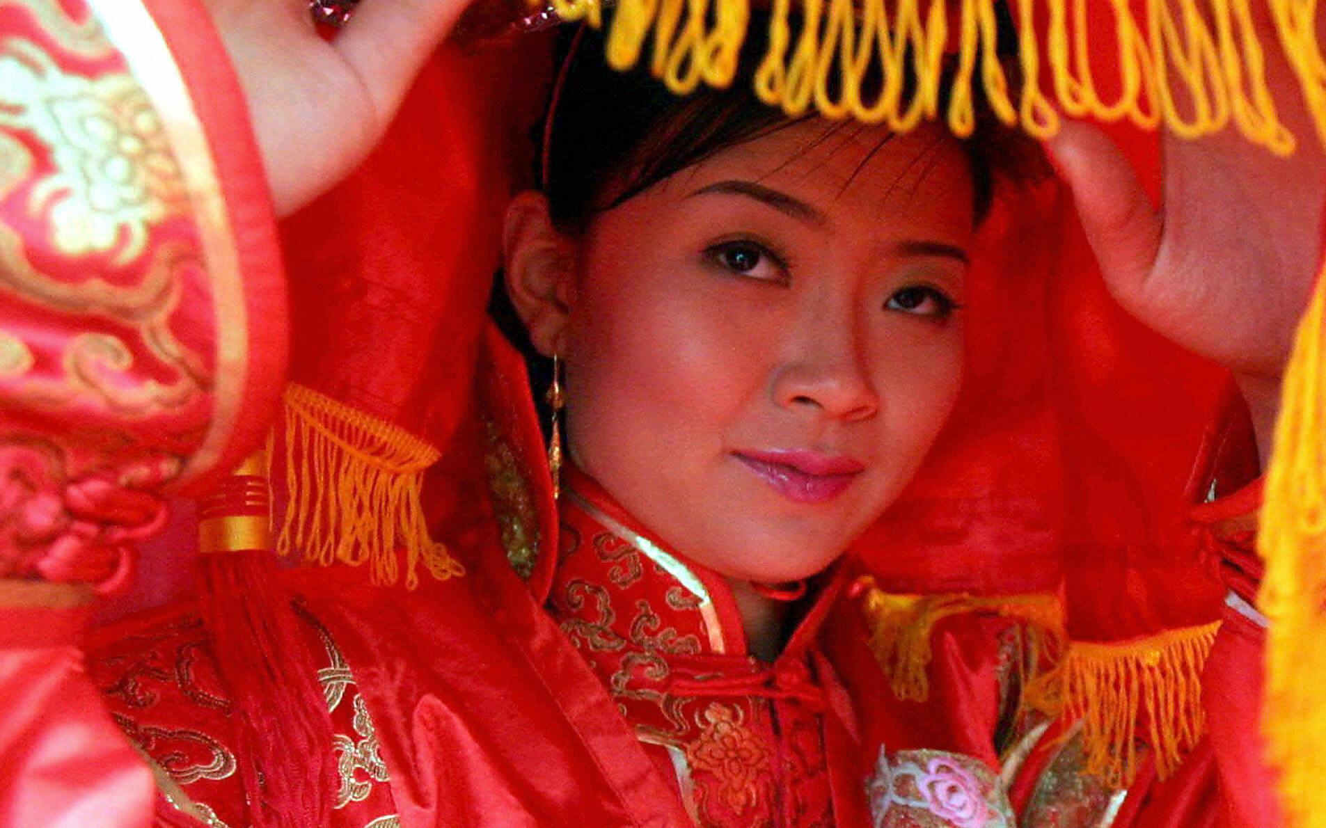 Von Kopf bis Fuß eine Mandschuren-Dame