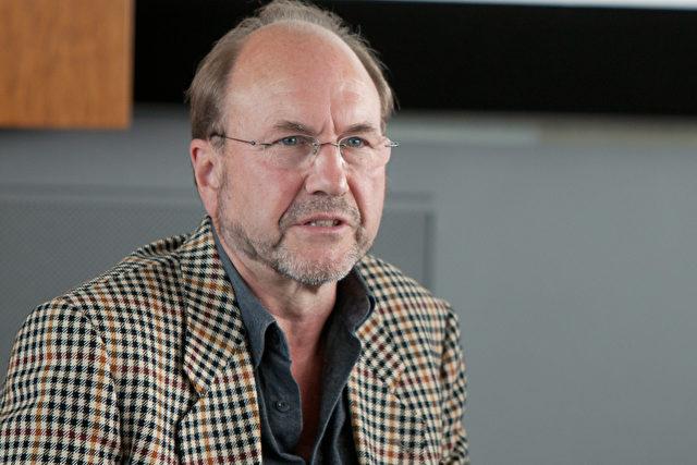 Arne Schwarz aus der Schweiz sprach über die Verwicklung pharmazeutischer Firmen.
