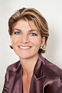 Die Modedesignerin Katharina Starlay ist gefragte Corporate Image Beraterin und Gründerin der Website www.stilclub.de.