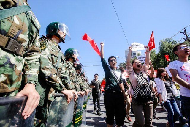 Chinesische Demonstranten veranstalten am 15. September eine anti-japanische Kundgebung vor der japanischen Botschaft in Peking.