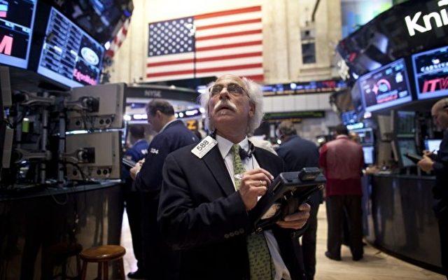 New York Börse: Der Dow Jones fiel um 313 Punkte, das sind 2.4  Prozent, am Tag nach der Wiederwahl von Obama.  Foto: Allison Joyce/Getty Images
